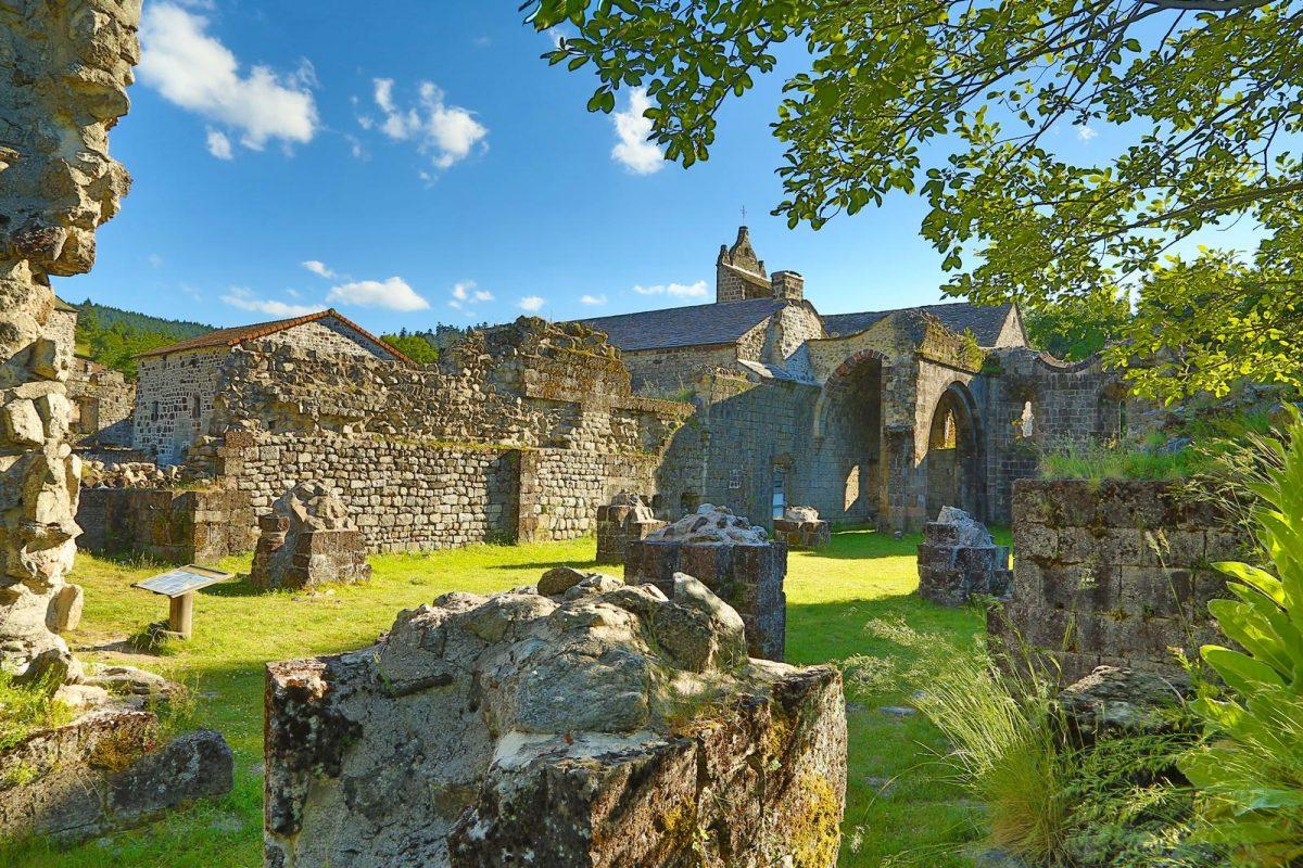 Ruines de Mazan l'Abbaye